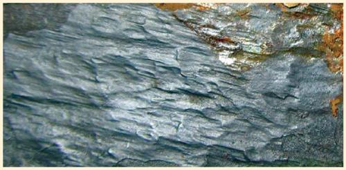 Рис. 3. Технологический слой на внутренней поверхности трубы 13ХФА, 352-413 HV0,05