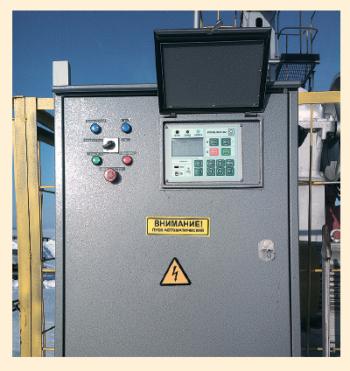 Рис. 2. Внешний вид СУ с частотным преобразователем для ШГН с открытой малой дверцей управления