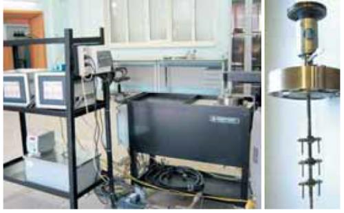 Рис. 1. Внешний вид автоклавной установки Cortest (слева) и крышки автоклава с образцами для испытаний (справа)