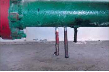 Рис. 11. Внутренняя коррозия водовода системы ППД, связанная с изменением режима течения с ламинарного на турбулентный (установка счетчика КР-2-65)